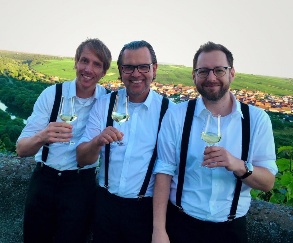 Kein Weinfest ohne die Jungs der Dreimannband!
